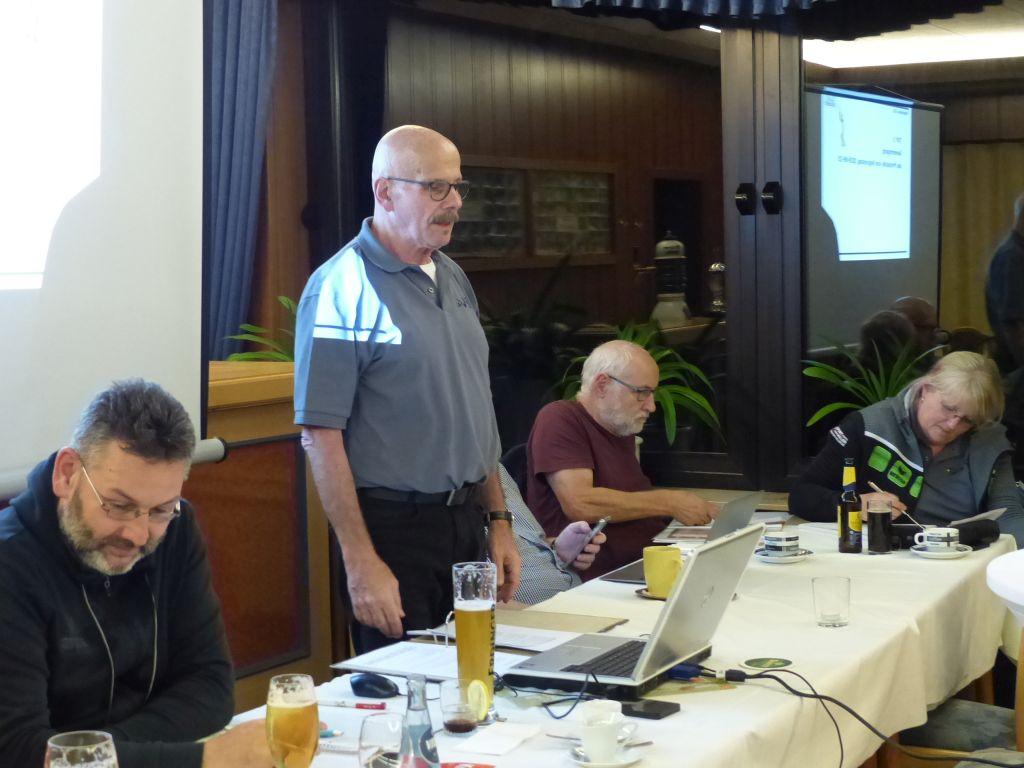 Der Vorsitzende leitet den Regionstag (Quelle: NWVV-Region DNS)