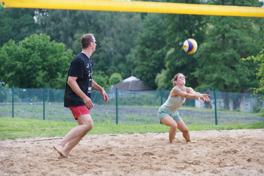 Beach-Volleyball gehört zu den attraktivsten Sommersportarten in unserer Region. Aus diesem Grund veranstaltet die Volleyball-Region Diepholz-Nienburg-Schaumburg wieder eine Beachrunde für Hobby-Spieler. Foto: Hegemann